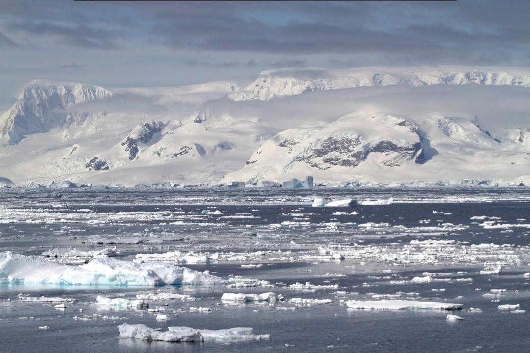 Gerlache Strait, um dos belos canais estreitos da Península Antártica (foto: Eduardo Vessoni)