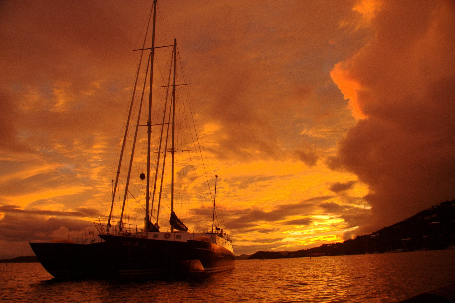 Vista do Cuan Law, uma das opções de veleiros nas Ilhas Virgens Britânicas