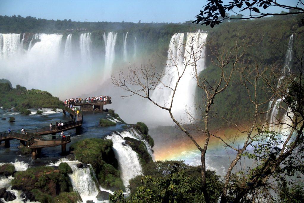 Passarelas de observação do interior do Parque Nacional do Iguaçu, no Paraná (foto: Eduardo Vessoni)