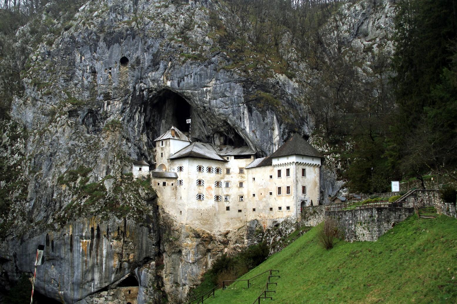 Castelo de Predjama, na Eslovênia