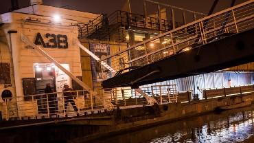 A38, bar de Budapeste que funciona dentro de um barco ucraniano (foto: Divulgação)