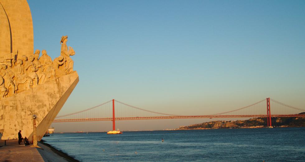 Padrão dos Descobrimentos, em Lisboa, e rio Tejo, ao fundo (foto: Eduardo Vessoni)