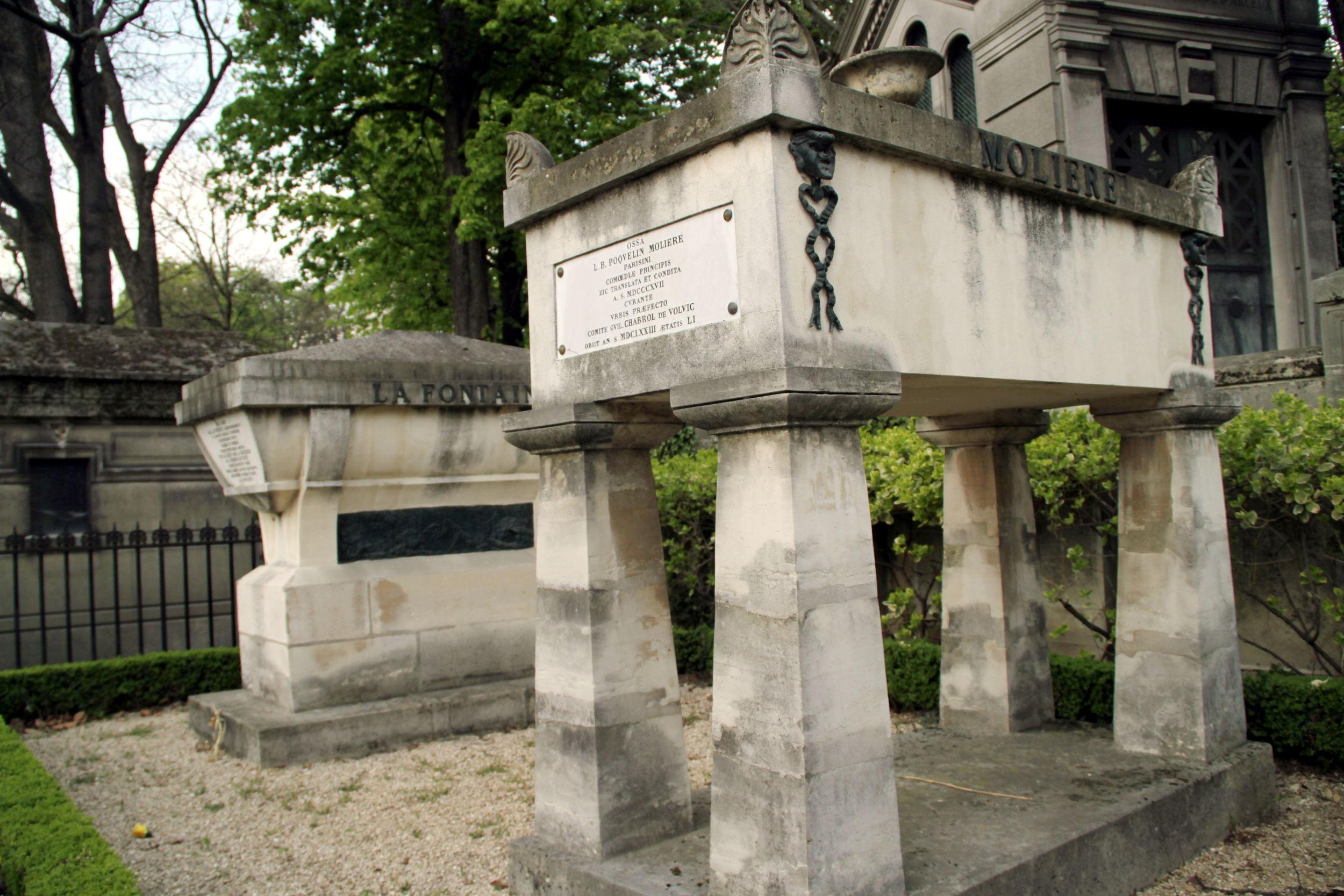 Túmulos do dramaturgo francês Moliére e do poeta Jean de La Fontaine (foto: Eduardo Vessoni)