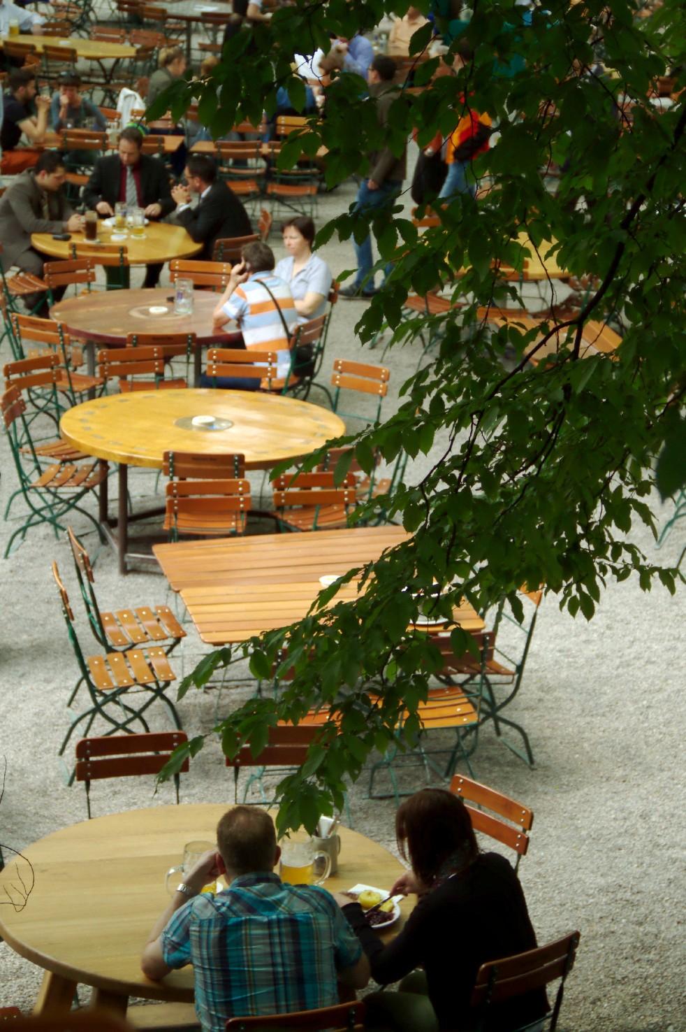 Vista de um dos jardins de cerveja de Munique, na Alemanha (foto: Eduardo Vessoni)