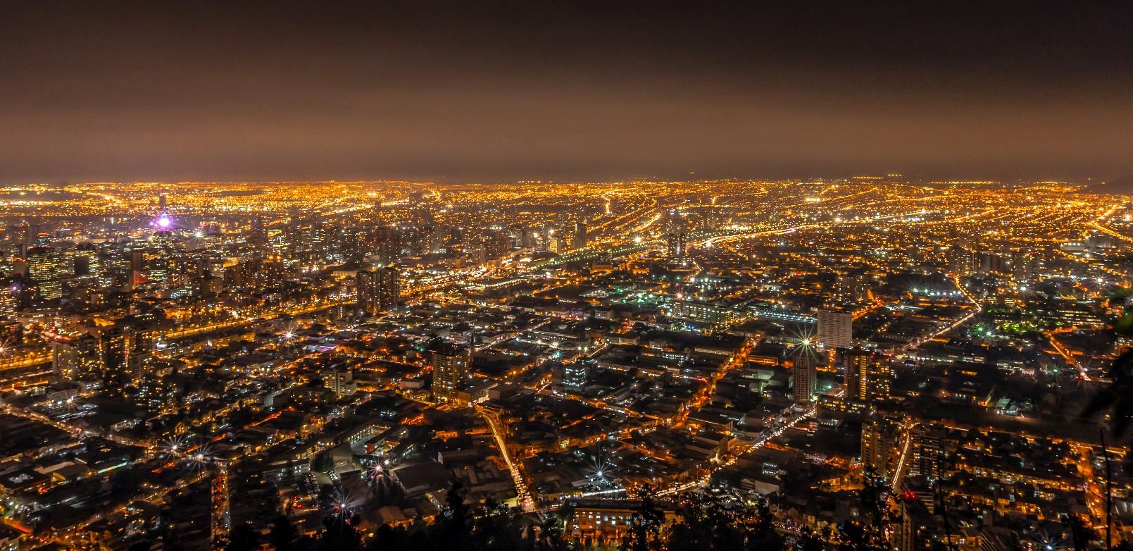 Vista noturna de Santiago (Boris G. / Flickr. Creative Commons)