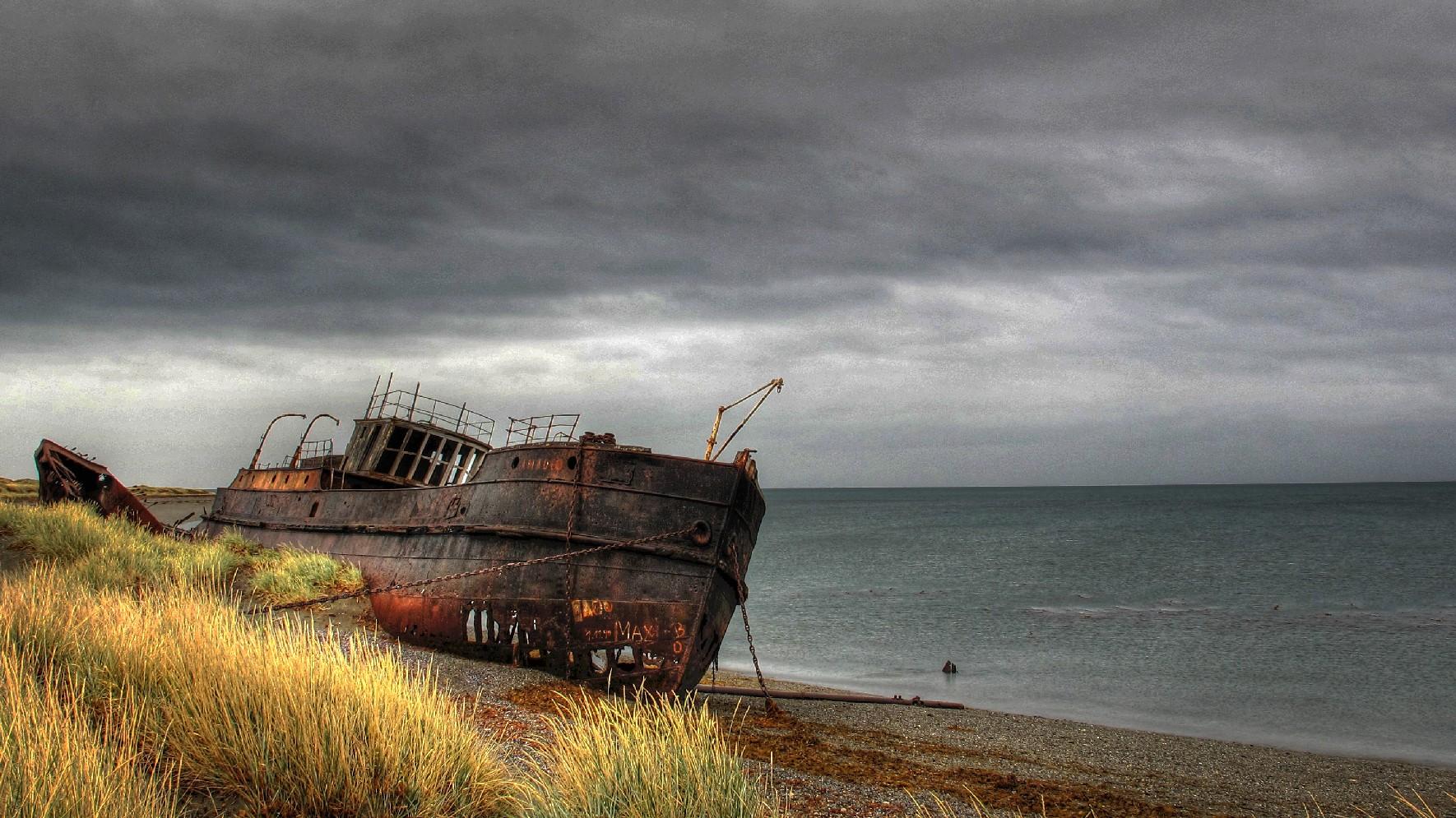 Amadeo, considerado o primeiro vapor do Chile, em San Gregorio, na Patagônia (foto: Daniel Diaz Nauto / Flickr, Creative Commons)