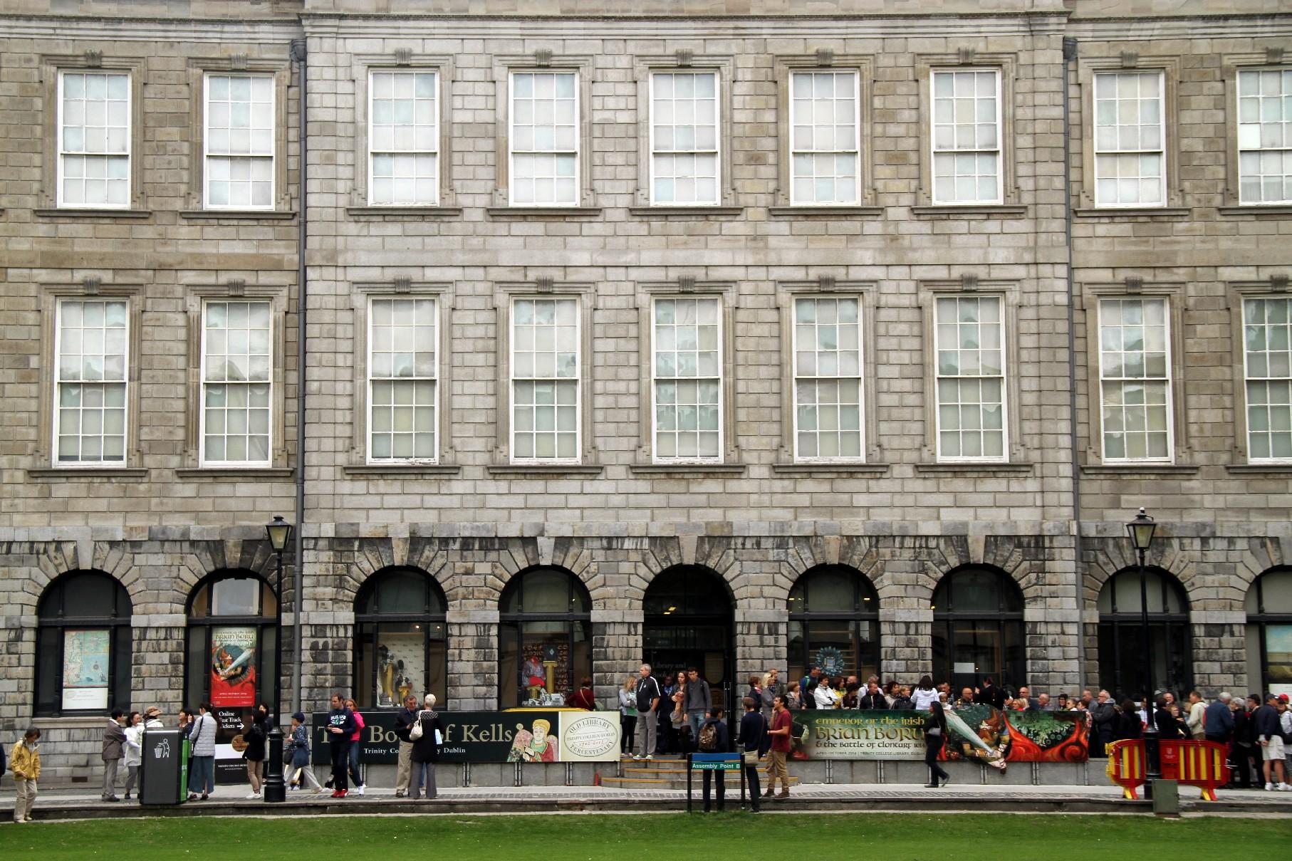 Entrada para a Long Room, na Trinity College (foto: Eduardo Vessoni)