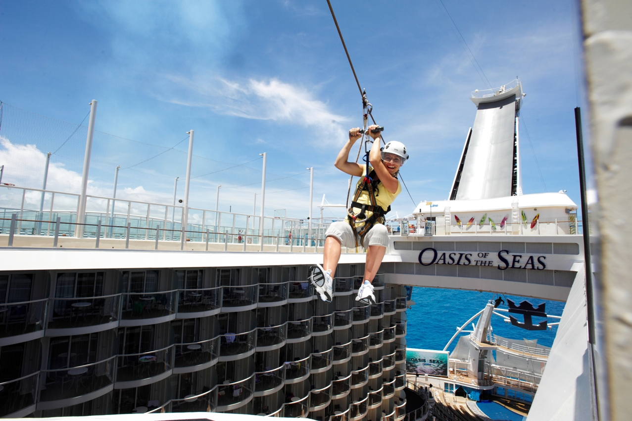 Tirolesa no Oasis of the Seas (foto: Royal Caribbean International / Divulgação)