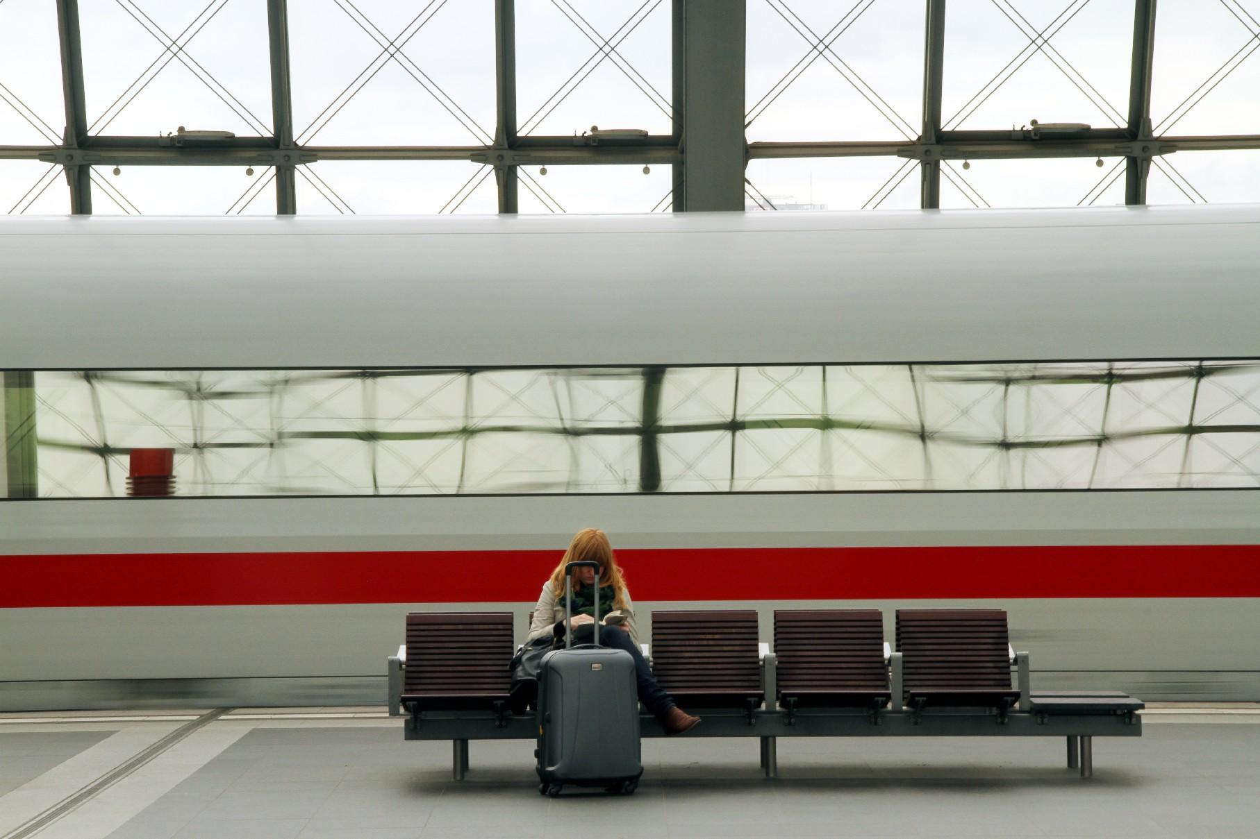 Viajantes com orçamento apertado contam com passes que integram empresas em mais de 20 países europeus e oferecem opções de combinações de acordo com os dias de viagem. Na foto, estação de trem de Berlim (foto: Eduardo Vessoni) www.eurail.com