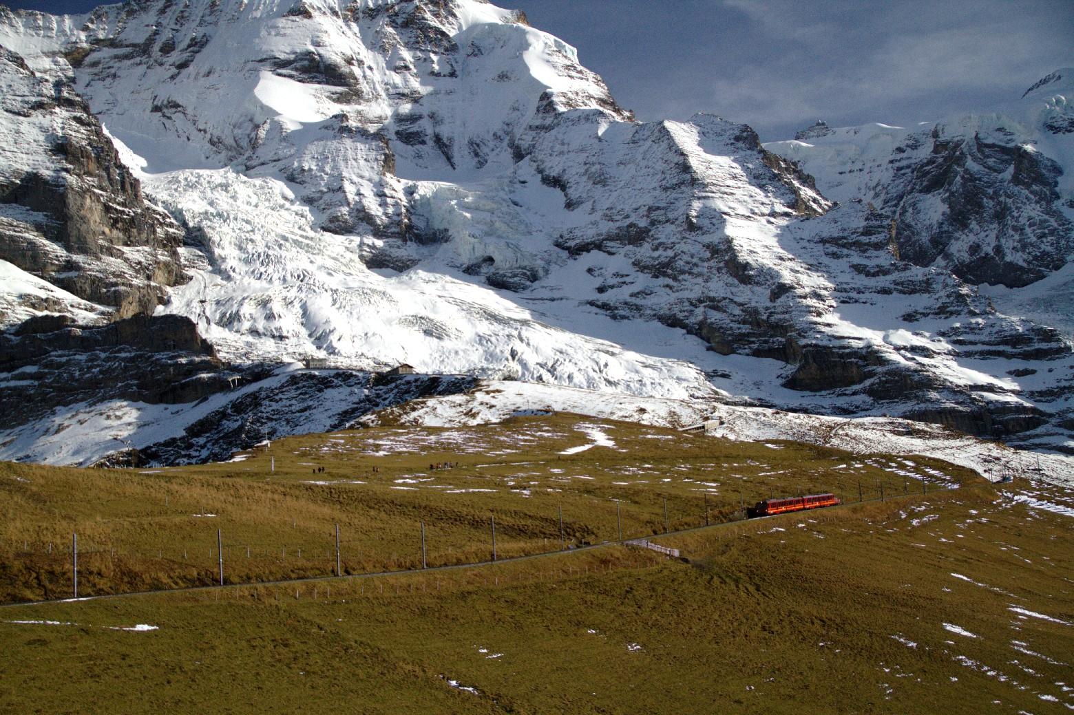Vista da travessia até Jungfraujoch, a estação de trem mais alta da Europa, outra opção de viagem de trem na Suíça (foto: Eduardo Vessoni) www.swisstravelsystem.com