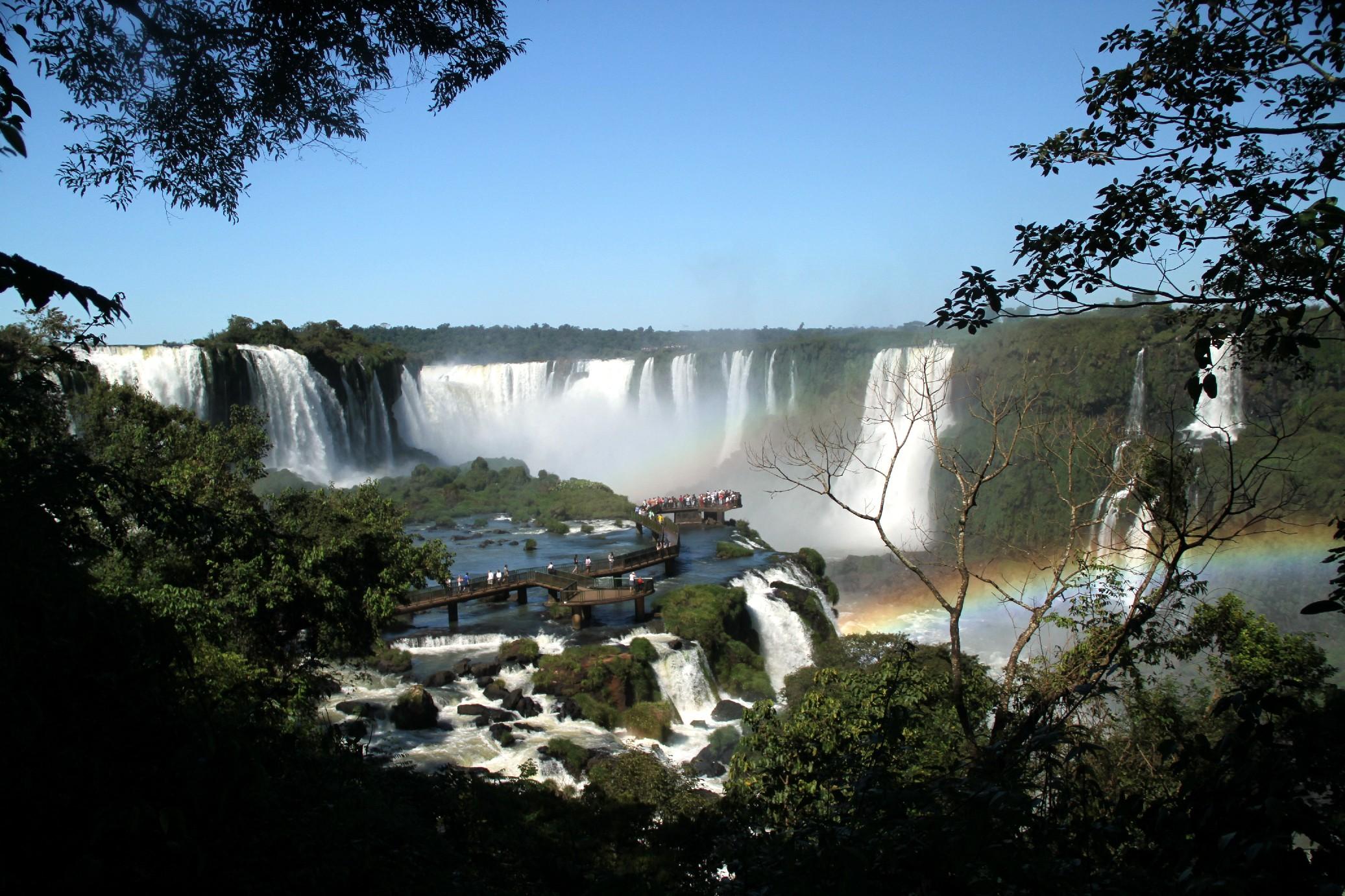 <strong>FOZ DO IGUAÇU:</strong> Esse destino do oeste paranaense, a pouco mais de 600 km de Curitiba, tem volume maior de água e número menor de visitantes, entre outubro e março (foto: Eduardo Vessoni)