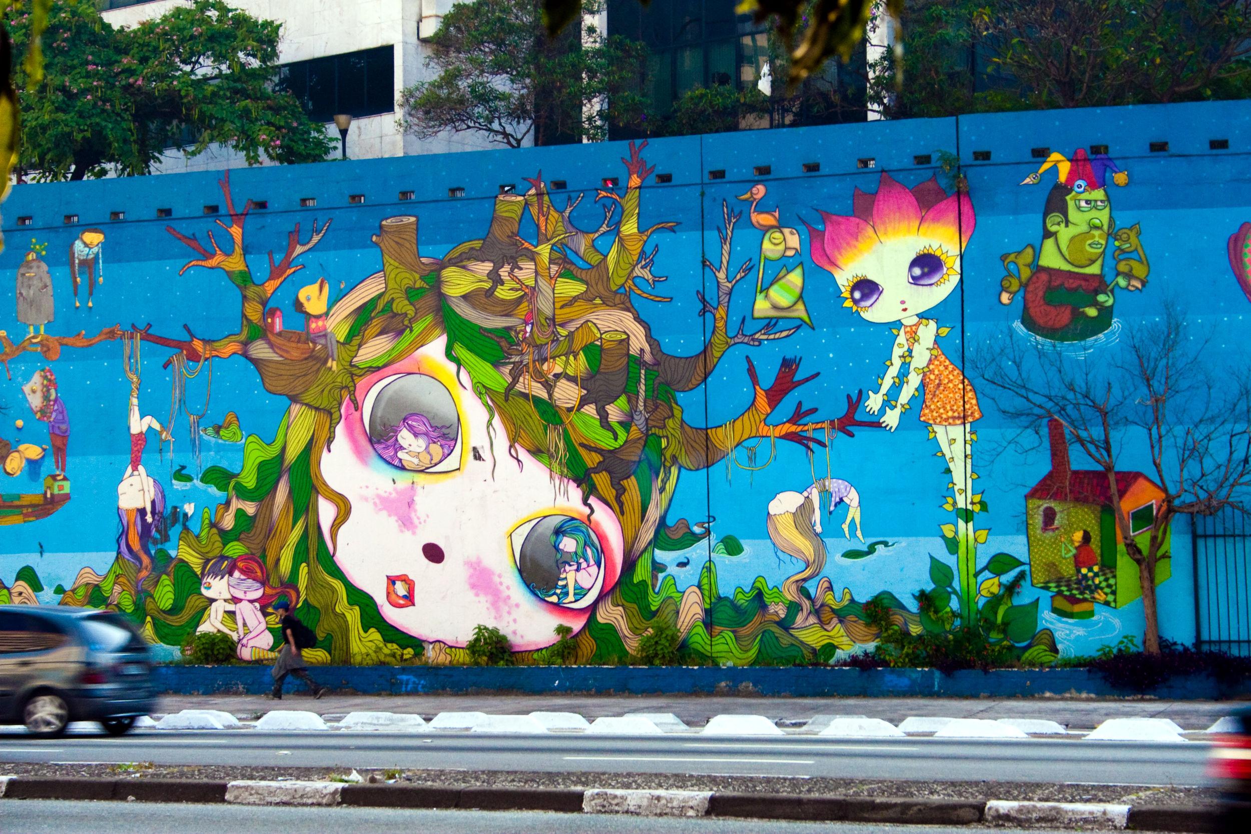 EIXO LESTE-OESTE: Na alça de acesso ao Viaduto Jaceguai, o mural de 680 metros não passa despercebido por quem cruza a região de acesso às avenidas 23 de Maio, Radial Leste e o Minhocão (foto: André Deak, Arte Fora do Museu/Flickr-Creative Commons)