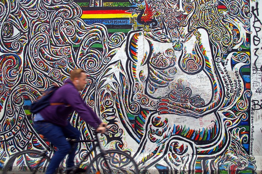 Vista da East Side Gallery, em Berlim (foto: Rae Allen/Flickr-Creative Commons)