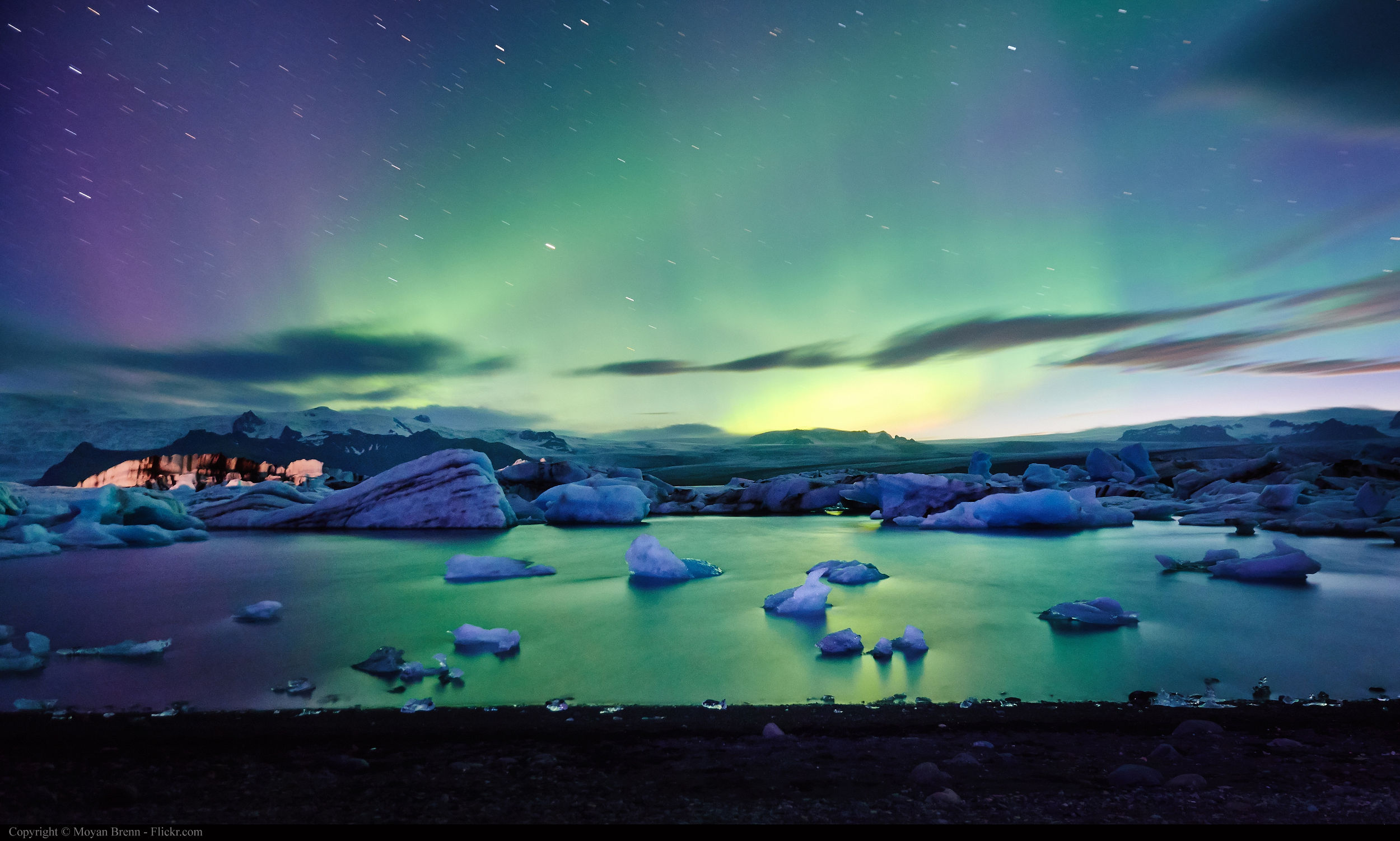 Aurora boreal vista a partir do lago Jokulsarlon, na Islândia (foto: Moyan Brenn/Flickr-Creative Commons)