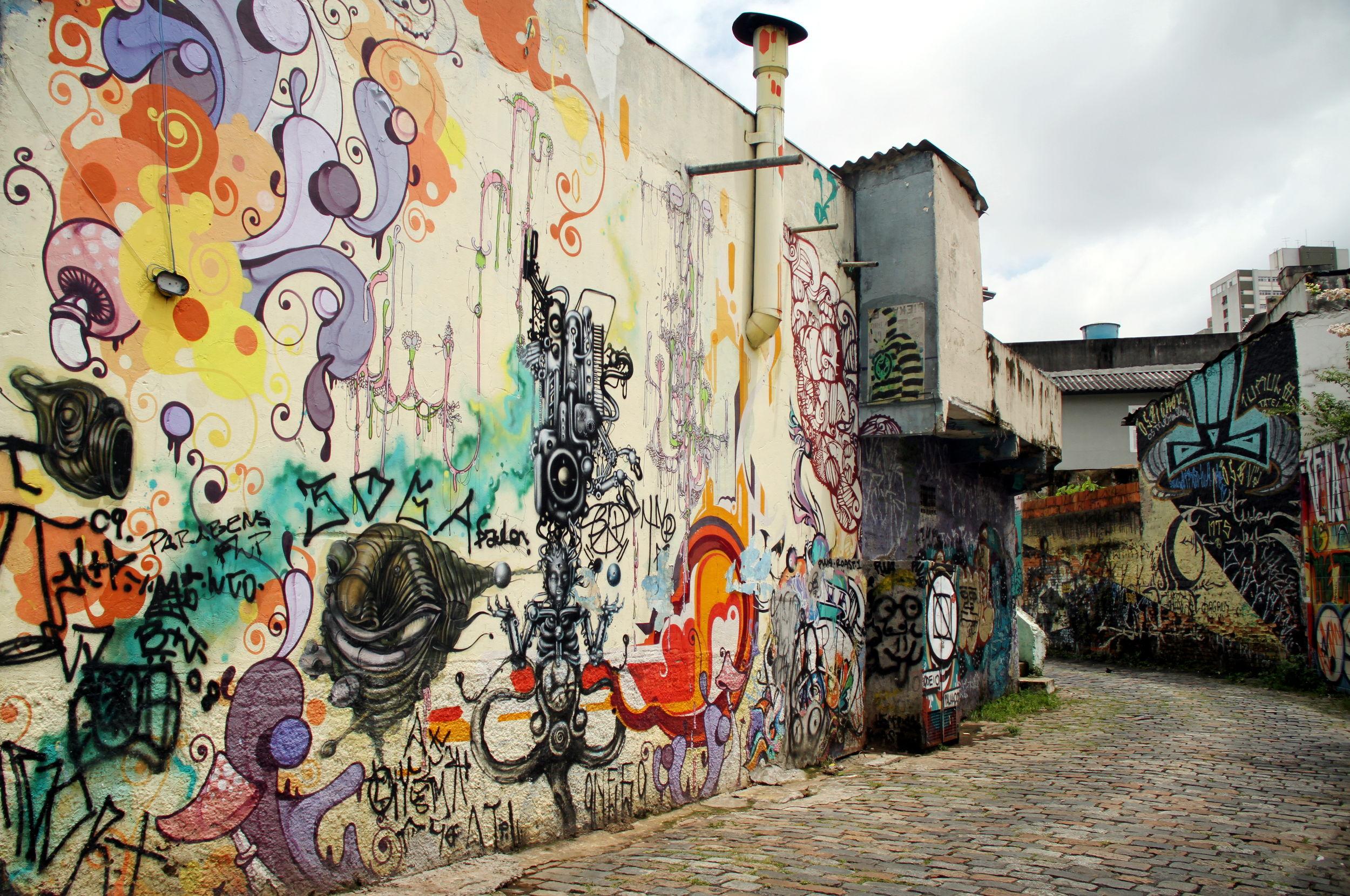 VILA MADALENA: Um dos pontos de grafite mais famosos do bairro é o Beco do Batman, nas ruas Gonçalo Afonso e Medeiros Albuquerque (foto: Eduardo Vessoni)