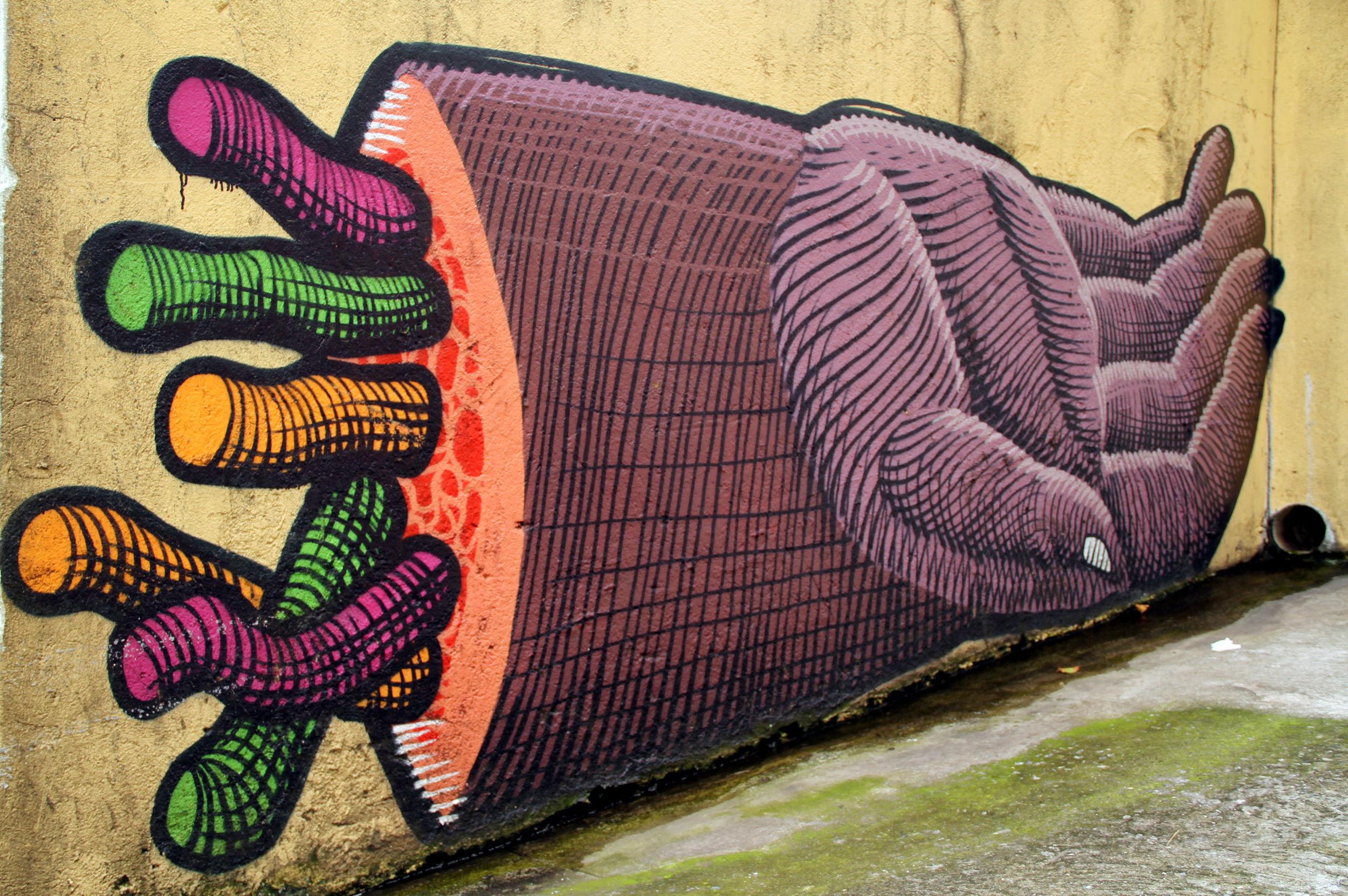 LIBERDADE: Obra do artista Nunca no bairro oriental da Liberdade, em São Paulo (foto: Eduardo Vessoni)