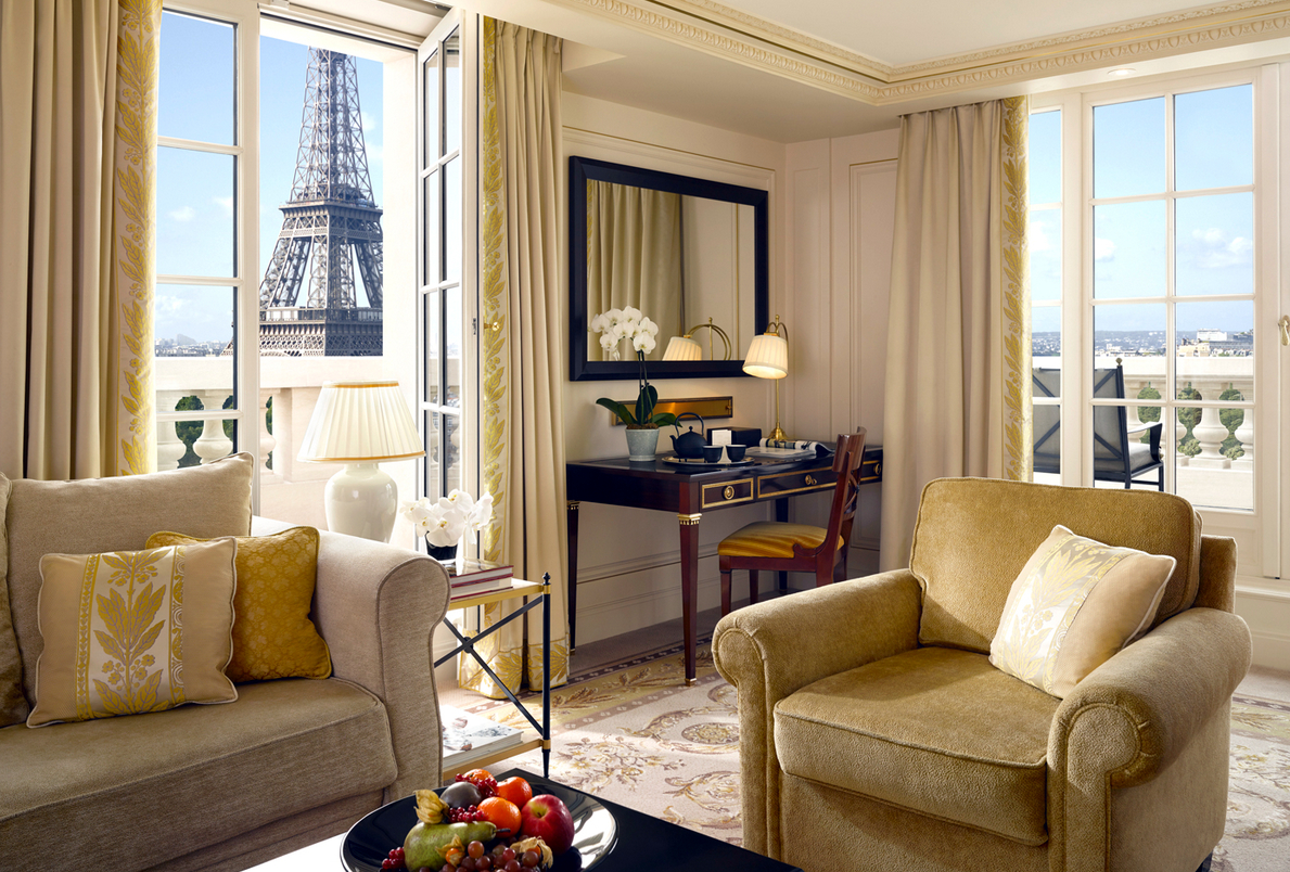 Cl ssica e exibida paris abriga hot is inusitados for Terrace eiffel tower view room shangri la