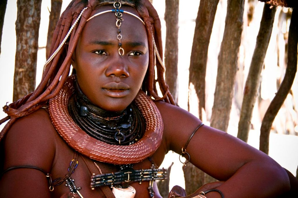 Mulher Himba, na Namíbia (foto: Marc Veraart/Flickr - Creative Commons)