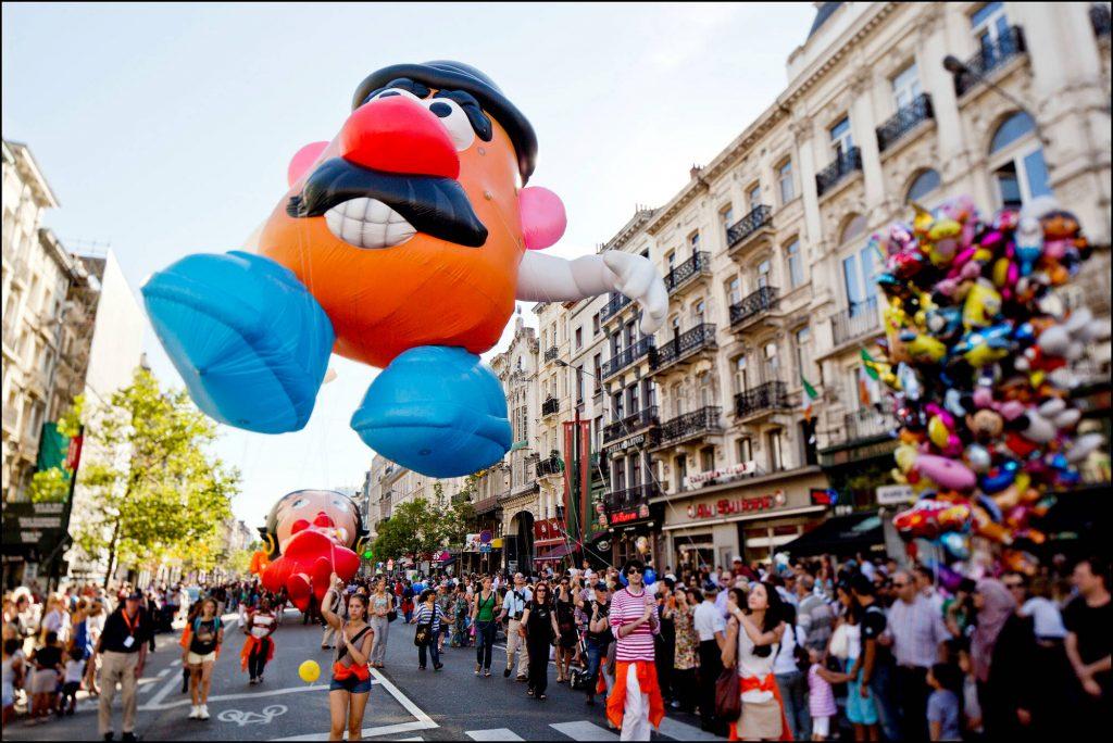 Parada de bonecos infláveis gigantes do Fête de la Bande Dessinée, em Bruxelas (foto: Visit Brussels/Divulgação)