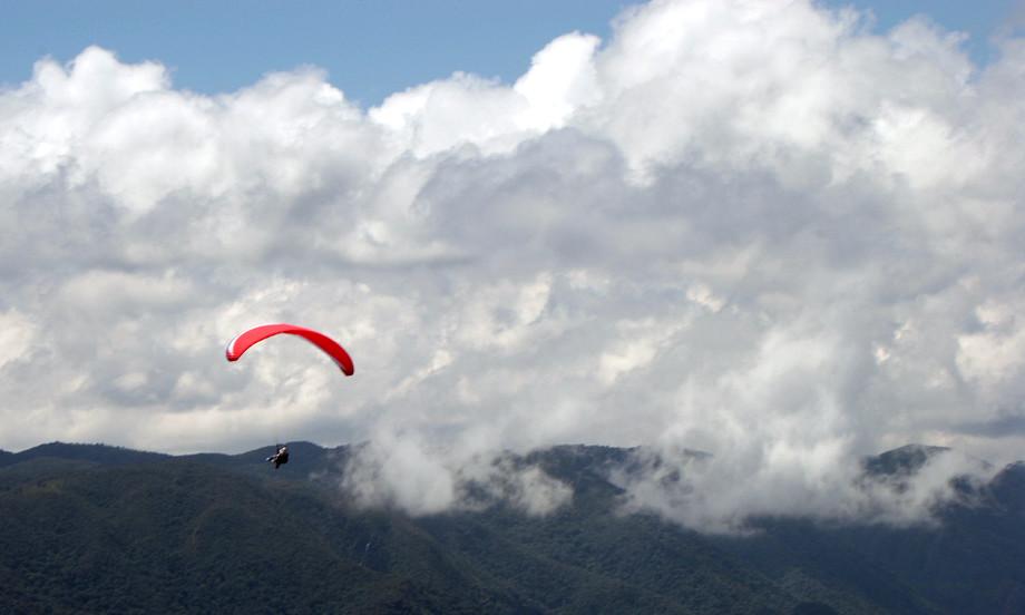 Parapente na região do Pico Agudo, no interior de São Paulo (foto: Ana Paula Hirama/Flickr-Creative Commons)