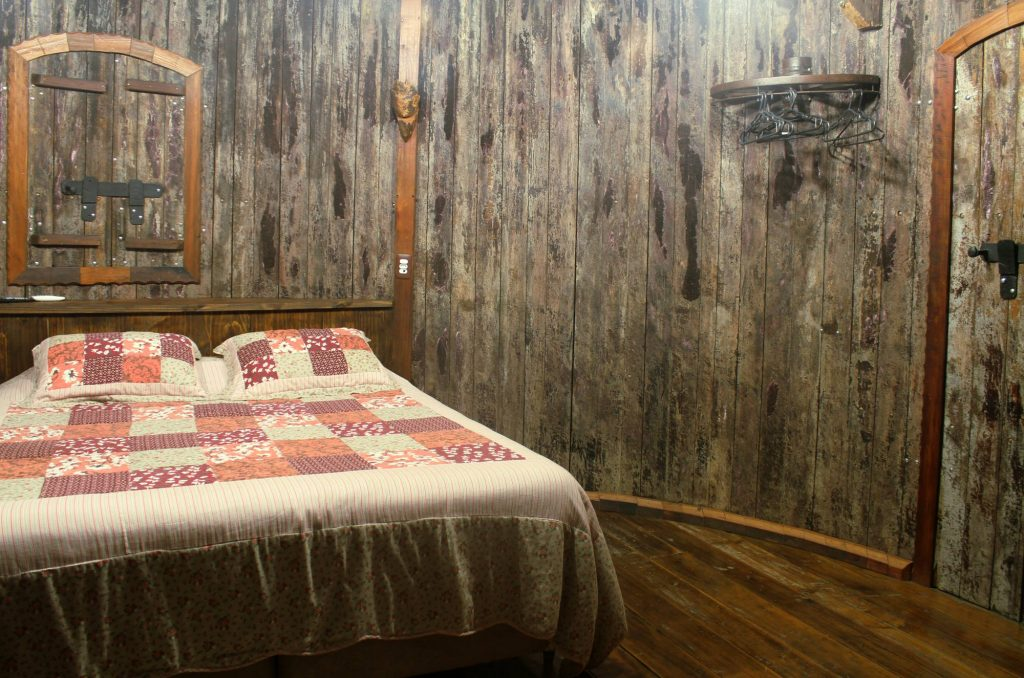 Interior de um dos quartos do Hotel Pampas, em Canela (foto: Eduardo Vessoni)