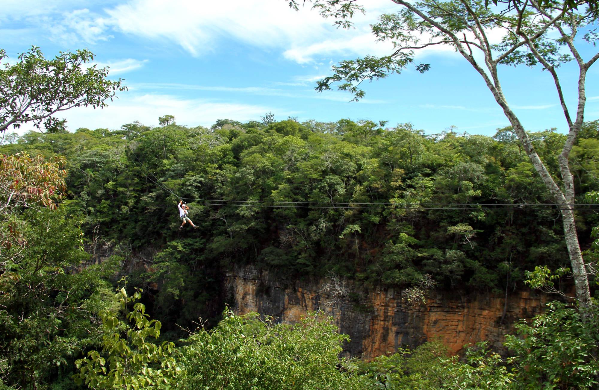 Tirolesa em Mambaí, no extremo nordeste de Goiás (foto: Eduardo Vessoni)