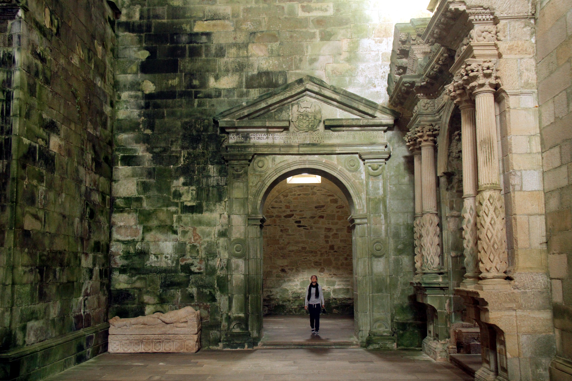 Erguido na primeria metade do século 12, o Sobrado dos Monxes é um dos cenários mais impressionantes do Caminho Norte, onde o peregrino faz a sua última parada antes de chegar a Santiago de Compostela (foto: Eduardo Vessoni)