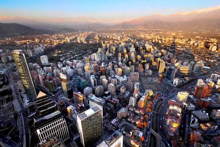 SANTIAGO DE CHILE: A capital do Chile é um dos destinos mais procurados por brasileiros, nas férias de julho (foto: Sky Costanera/Divulgação)