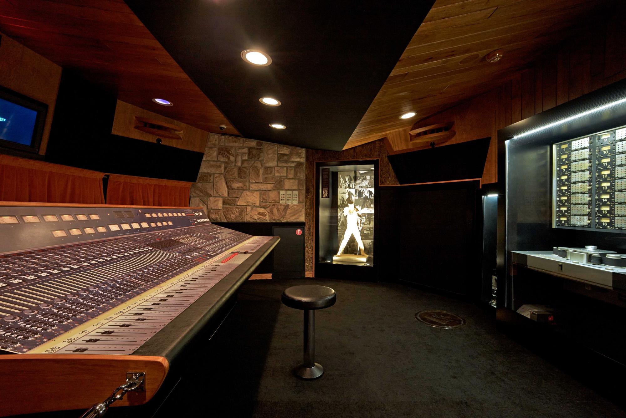 Freddie mercury 70 anos conhe a o museu do queen na - Studio di registrazione in casa ...