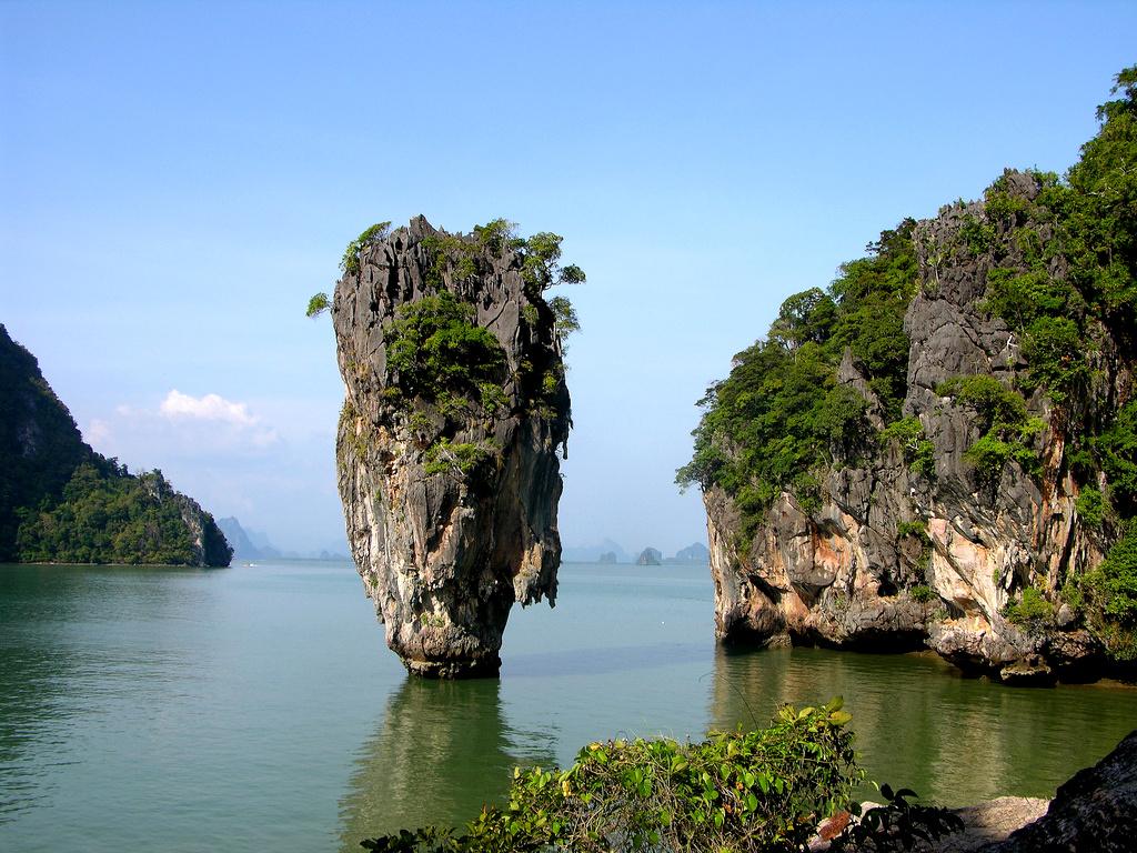 Conhecida como 'James Bond Island', a ilha Khao Phing Kan fica no sul da Tailândia e tem esse nome desde que 007 contra o '007 - Homem com a Pistola de Ouro' foi gravado no local, em 1974 (foto: Carrie Kellenberger/Flickr-Creative Commons)