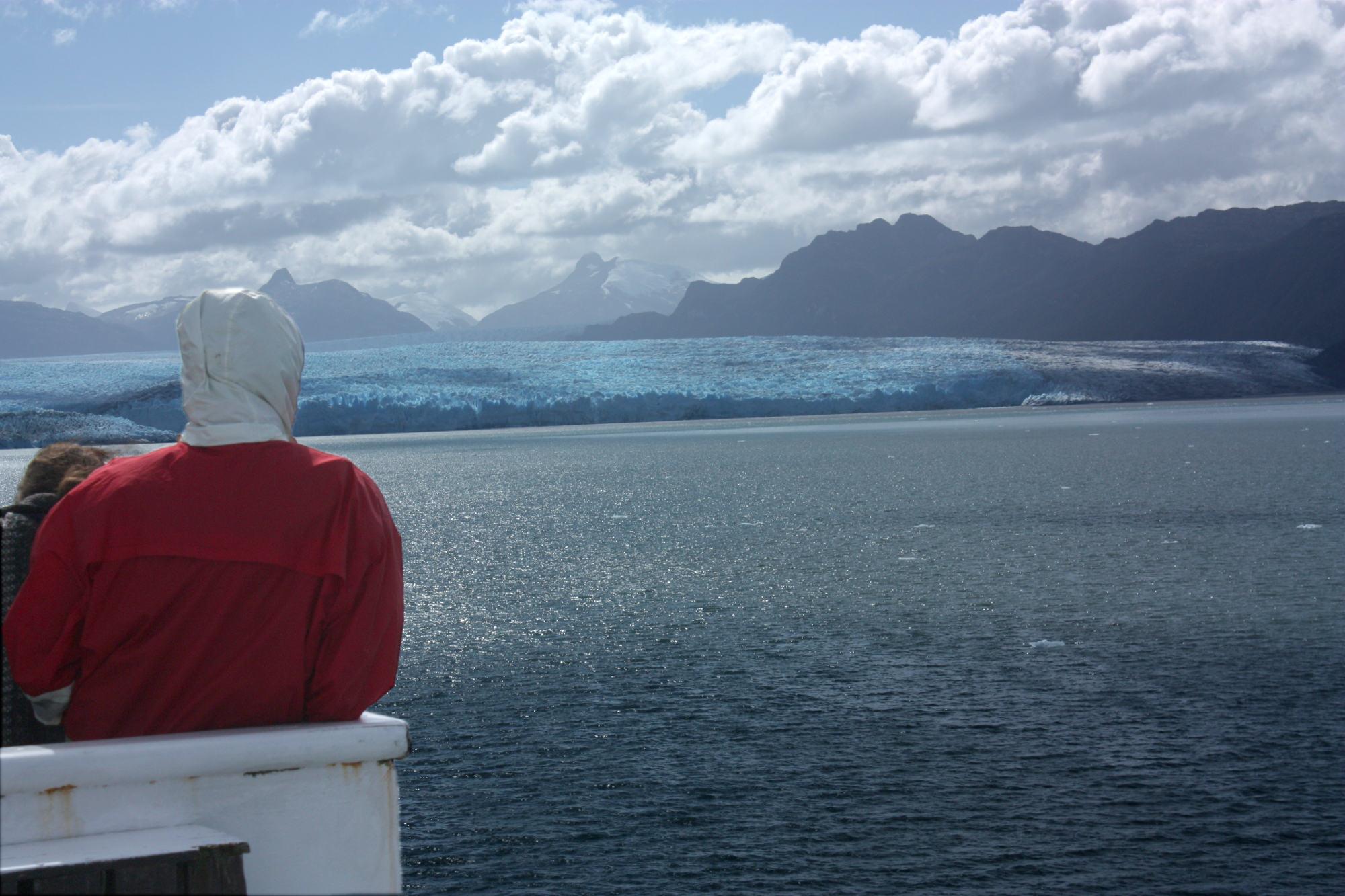 Vista de glacial durante navegação pelos fiordes do Chile (foto: Eduardo Vessoni)