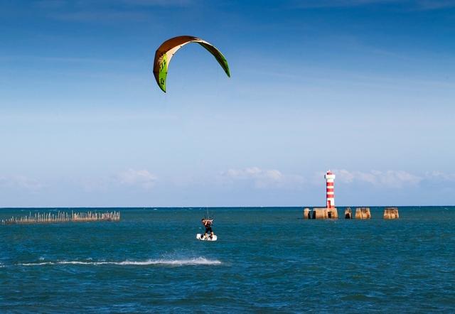 Kitesurf, em Ponta Verde (foto: Wesley Menegary/Semptur)