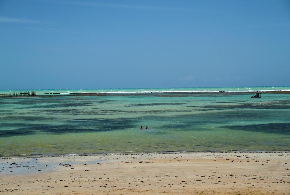 Localizada na orla principal de Maceió, a Praia da Jatiúca é outro endereço frequentado por turistas e moradores locais (foto: Eduardo Vessoni)