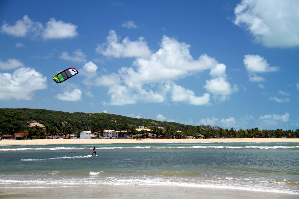 Kitesurf na Barra do Cunhaú (foto: Eduardo Vessoni)