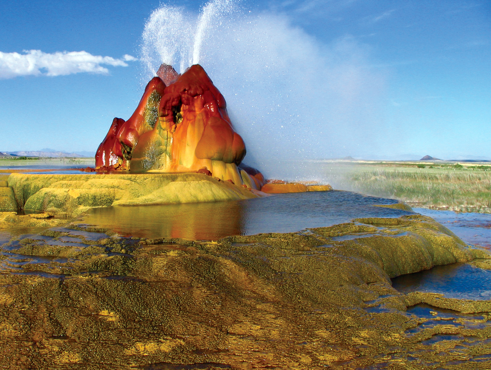 Fly Geyser, em Nevada, nos Estados Unidos (foto: wikipedia commons)