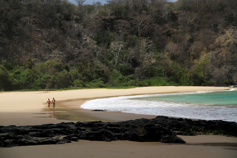 Baía do Sancho, em Fernando de Noronha (foto: Eduardo Vessoni)