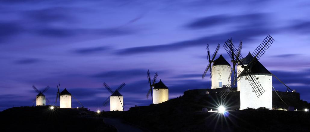 Vista dos moinhos de Consuegras (foto: Hugo Díaz Regañón/Wikimedia Commons)