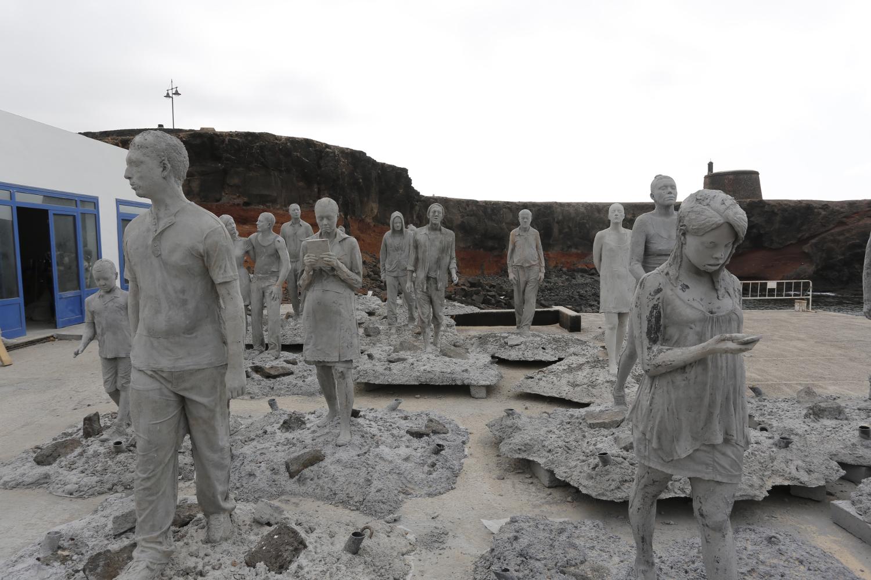 Obras do artista britânico Jason deCaires Taylor, antes de ser afundada em Lanzarote, nas Ilhas Canárias (foto: Divulgação)