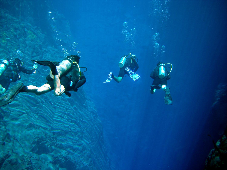 Mergulho com cilindro na Lagoa Misteriosa (foto: Divulgação)
