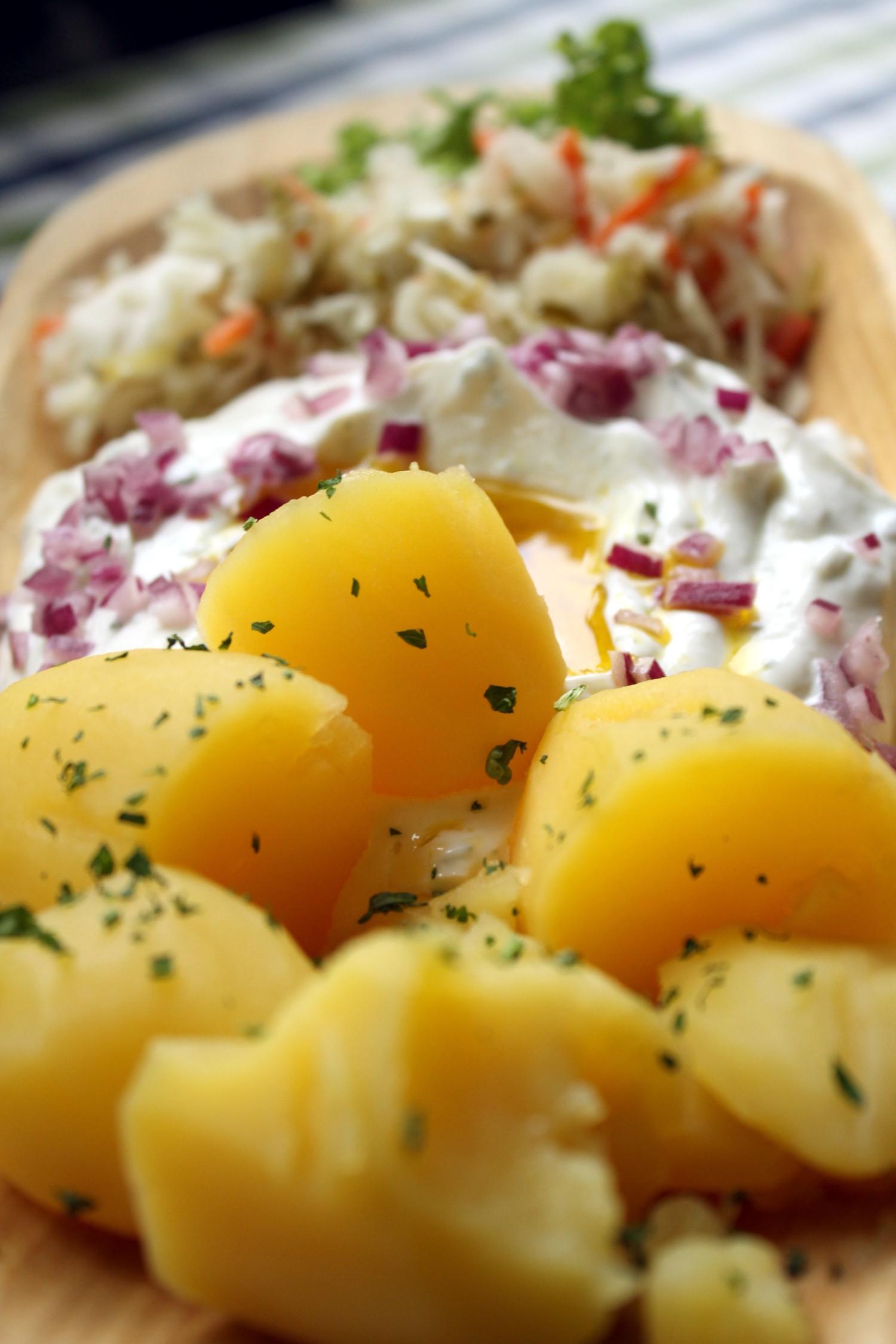 'Leinöl und pellkartoffeln', batatas com requeijão e azeite de linhaça, pratod a região de Spreewald, na Alemanha (foto: Eduardo Vessoni)