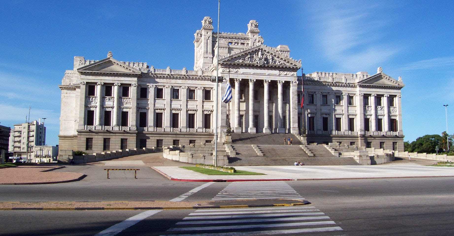 MONTEVIDÉU: Entre as cidades da América Latina hispânica, a capital do Uruguai é uma das preferências dos brasileiros (foto: Voopter/Divulgação)