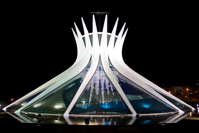Catedral Metropolitana de Brasília (foto: WIkipedia Commons)