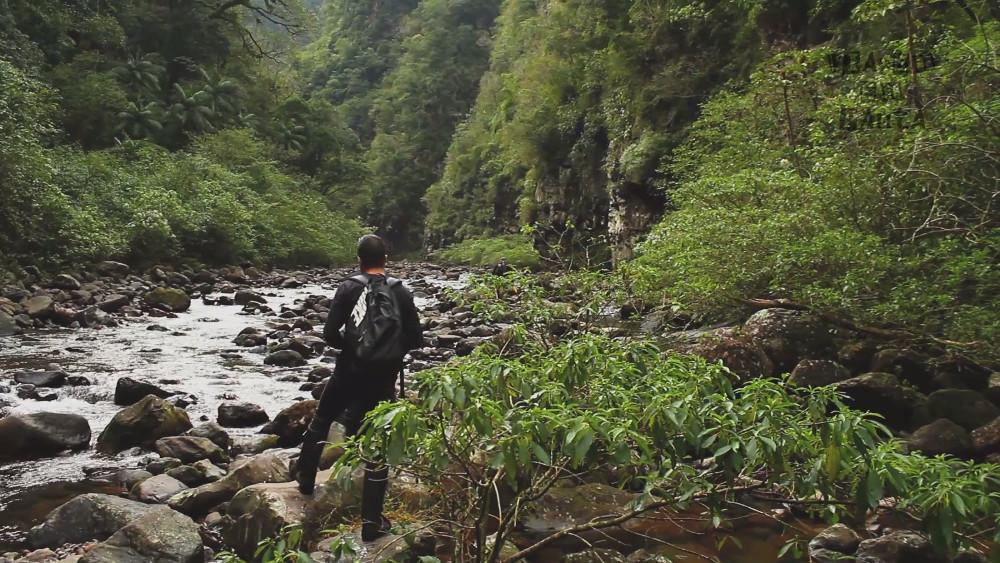 Vista da trilha pelo interior do cânion do Itaimbezinho, no Parque Nacional de Aparados da Serra (foto: Eduardo Vessoni)